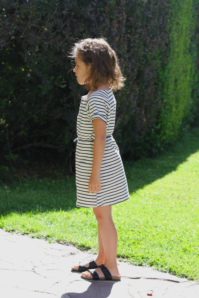striped dress. kids.descalzaporelparque