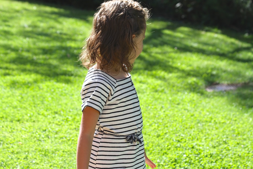 striped dress.kids.descalzaporelparque