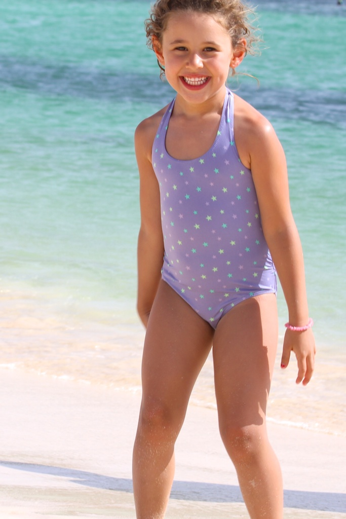 KIDS SWIMSUIT MANGO. descalzaporelparque