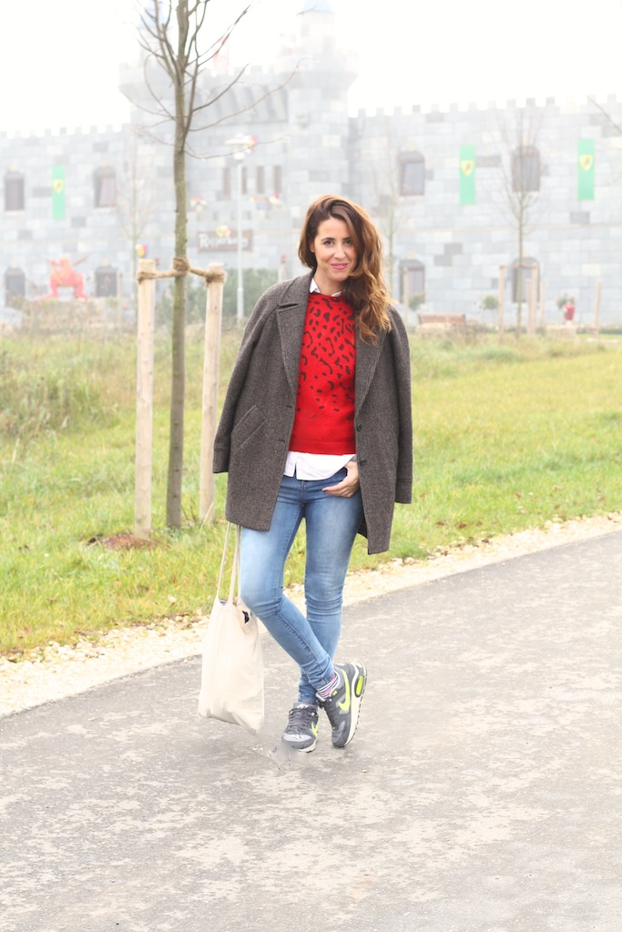fashion, blogger,legoland,red,nike air,sneakers, jeans,zara,stylelovely,mommyblogger,descalzaporelparque