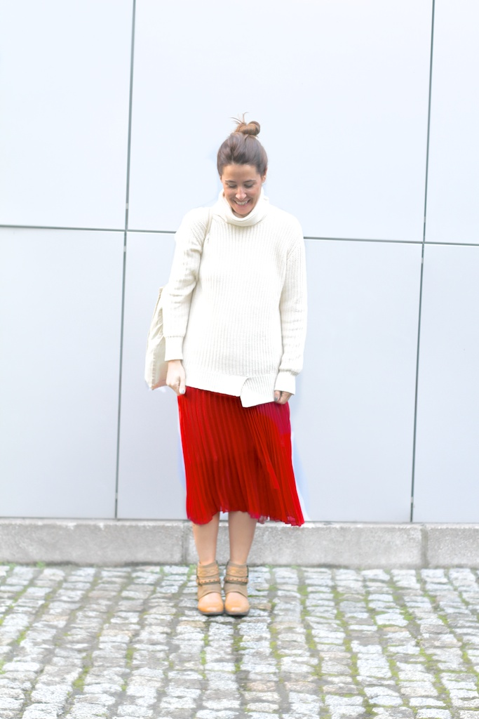 red skirt-vintage-boots-mariamare-zara-tote bag
