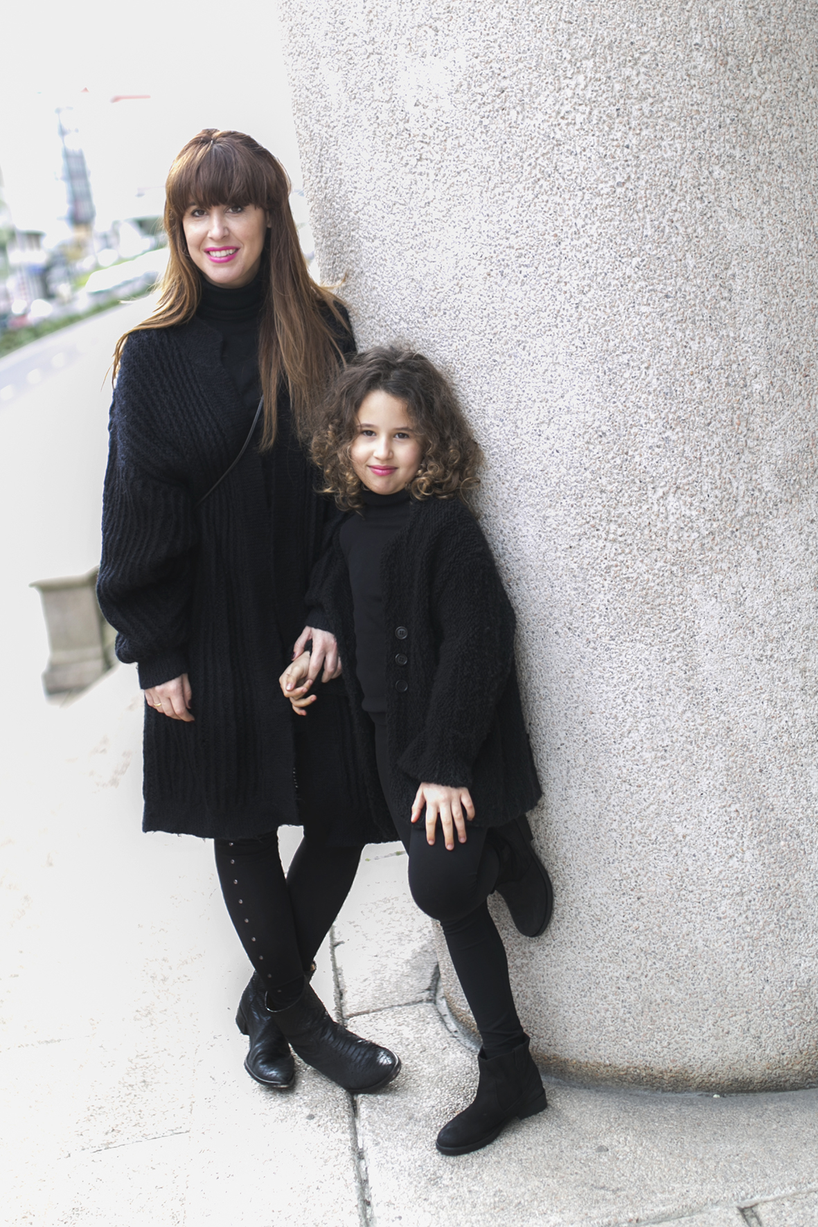 mother and daughter -zara-mother and daughter- total-black-descalzaporelparque-streetstyle-coruña- kids- fashion-